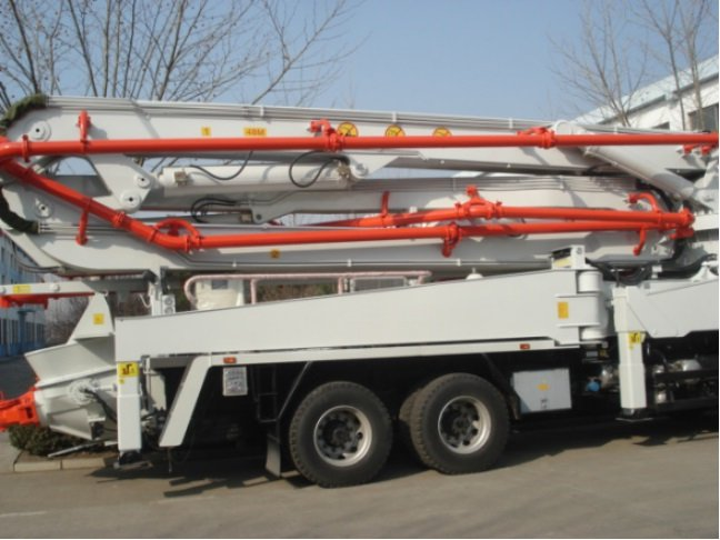 Sinotruk Howo construction 336 HP 36 m mounted concrete pump truck