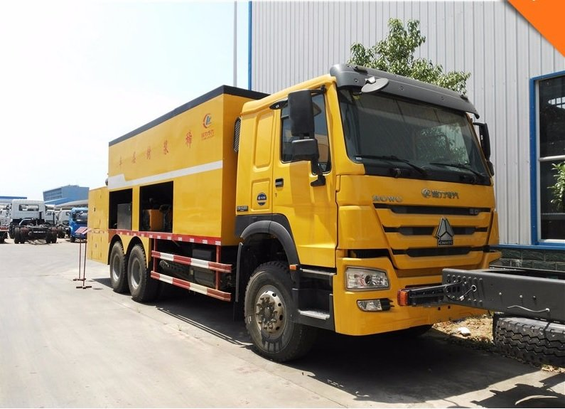 SINOTRUK HOWO 3 Axles 12CBM Asphalt Slurry Seal Coat Truck