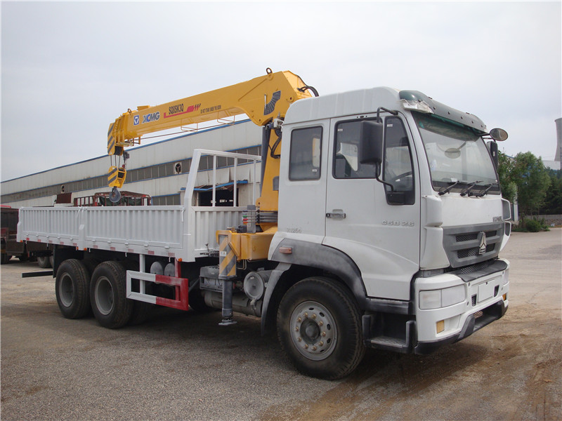 The advantage of Sinotruk HOWO 6*4 16Tons Truck With Crane